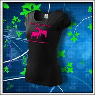 No a čo, že mám malé kozy - dámske tričko s ružovou neónovou potlačou