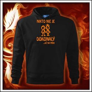 Nikto nie je dokonalý - čierna mikina s oranžovou neónovou potlačou